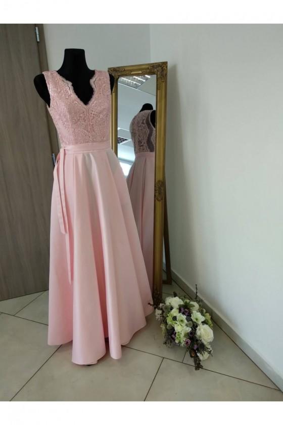 Nádherné šaty s rázporkom 3258