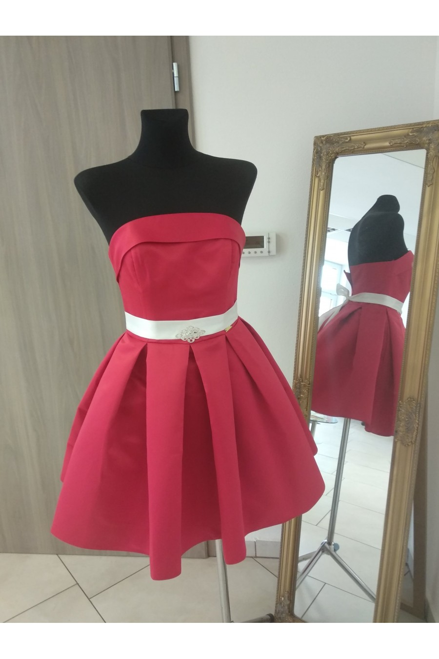 Nádherné dámske šaty 3255