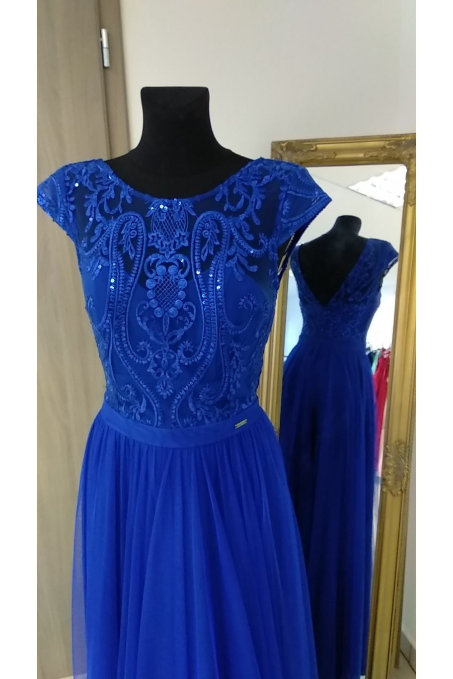 Pôvabné spoločenské šaty 3141