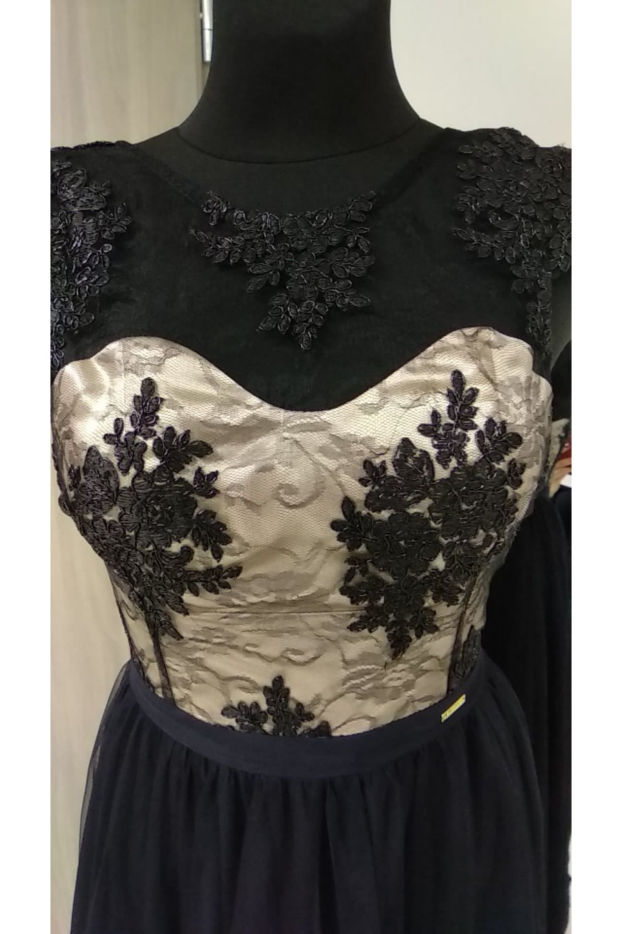 Spoločenské šaty s tylovou sukňou 3333