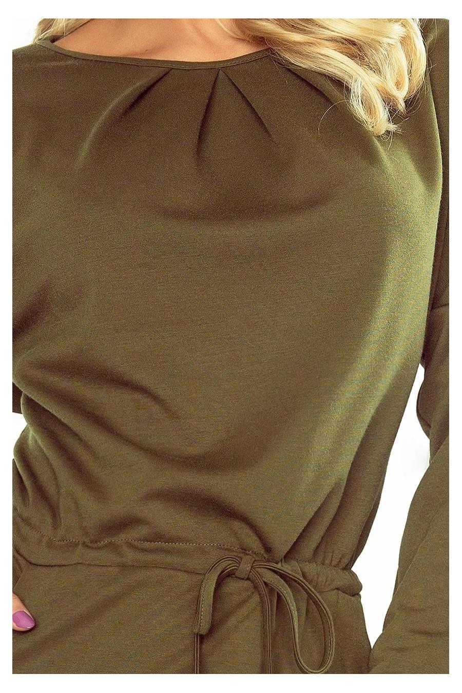 183-1 IZA Šaty se třemi záhyby na krku a dlouhými rukávy - khaki