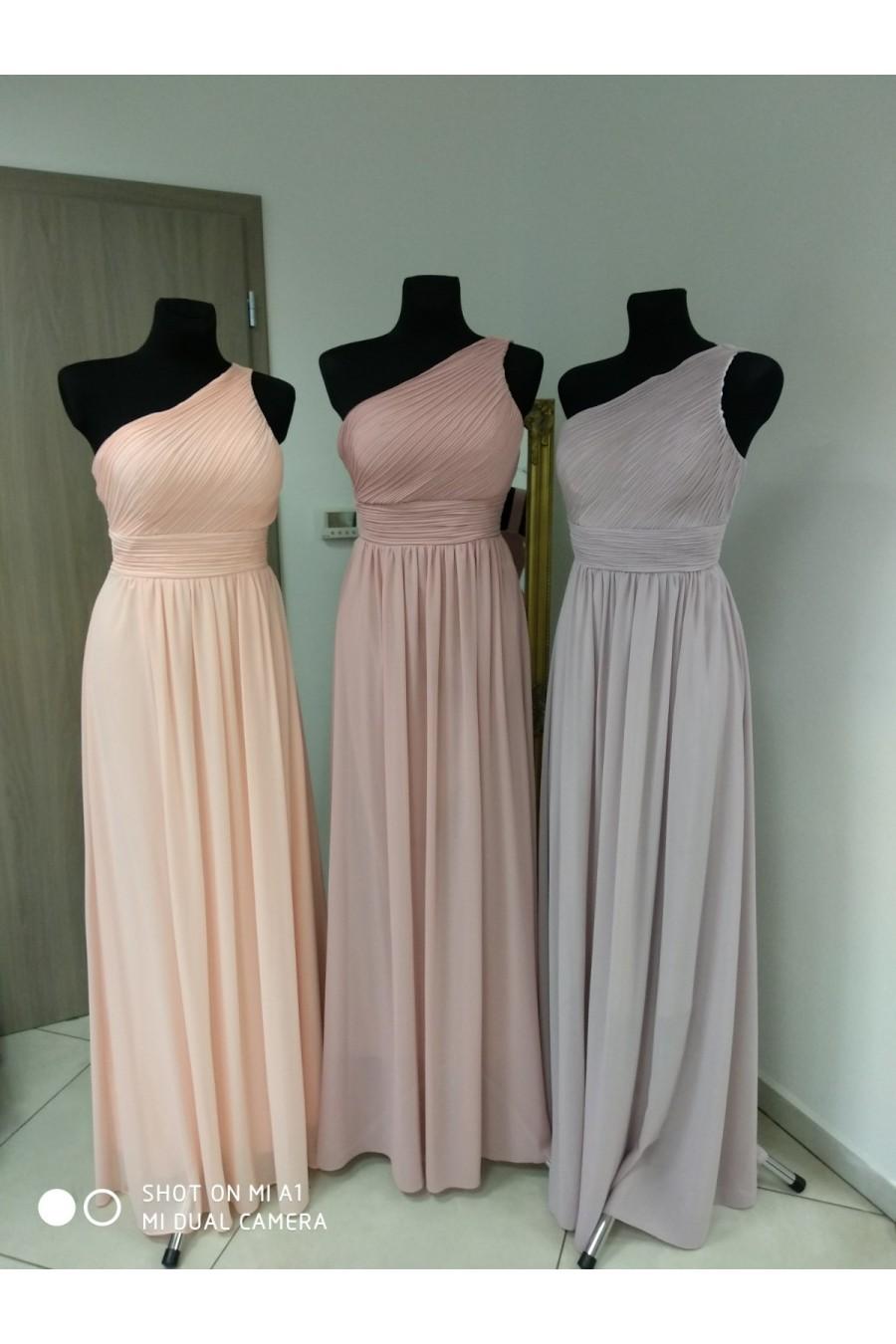 Pôvabné spoločenské šaty 3249