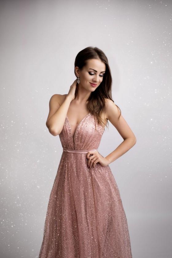 Pôvabné spoločenské šaty 2938
