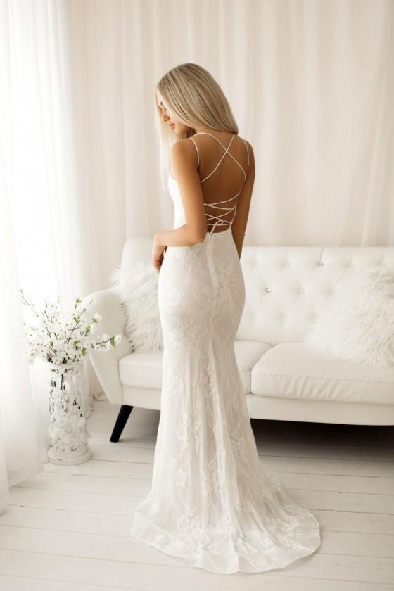 Pôvabné čipkované svadobné...