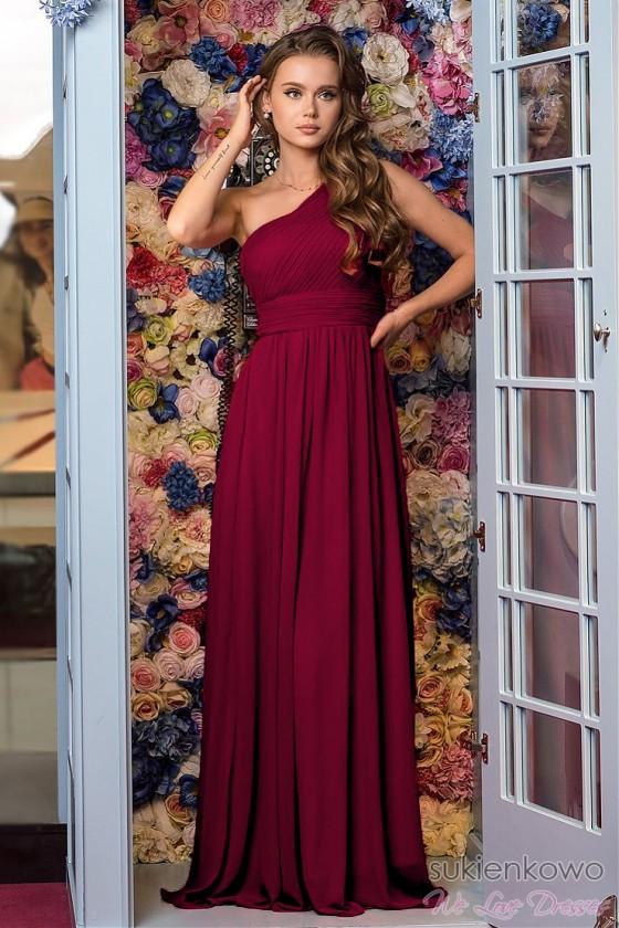 Elegantné šaty na jedno...